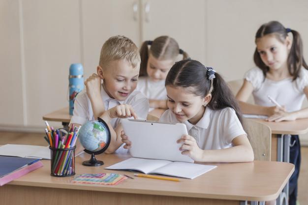TICS: TECNOLOGIA DA INFORMAÇÃO E COMUNICAÇÃO NA ESCOLA